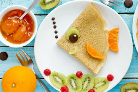 crepes-en-forme-de-poisson-aux-fruits