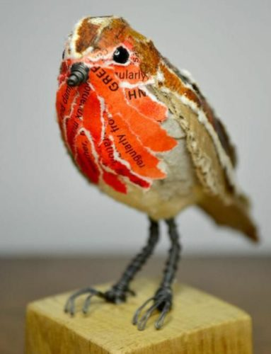 sculpture-papier-maché-un-petit-oiseau-à-papier-macher